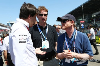 Toto Wolff, Mercedes AMG F1 Shareholder and Executive Director, and Ron Howard, Film Director, on the grid