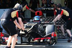 Nicolas Prost, Lotus F1 E21 Test Driver running sensor equipment