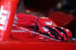 Racing gloves of Fernando Alonso, Ferrari F138