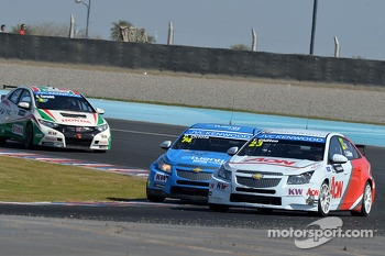 Pepe Oriola, SEAT LeonWTCC, Tuenti Racing and Tom Chilton, Chevrolet Cruze 1.6 T, RML