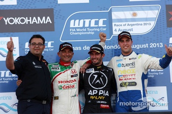 Jose Maria Lopez, BMW 320 TC, Wiechers-Sport race winner and Dominik Greiner, Team Principal, Wiechers-Sport with 2nd position Gabriele Tarquini, Honda Civic, Honda Racing Team J.A.S.  and 3rd position Pepe Oriola, SEAT Leon WTCC, Tuenti Racing