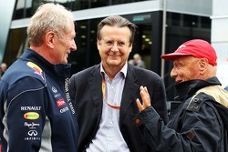 Dr Helmut Marko, Red Bull Motorsport Consultant, with Niki Lauda, Mercedes Non-Executive Chairman