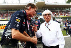 David Hasselhoff, Actor with Bernie Ecclestone, CEO Formula One Group, on the grid