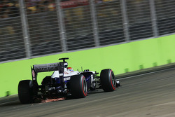 F1: Pastor Maldonado, Williams FW35 with sparks flying