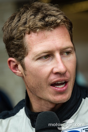 Ryan Briscoe out of qualifying after coming back with one missing wheel