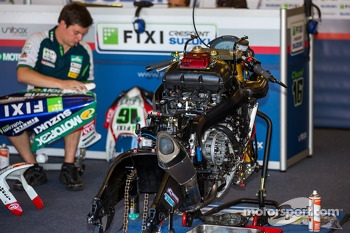 Repairs before WSBK race 1