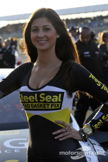 Grid Girl to Aiden Moffat