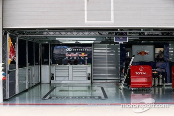Red Bull Racing pit garage for Mark Webber, Red Bull Racing