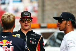 (L to R): Sebastian Vettel, Red Bull Racing with Kimi Raikkonen, Lotus F1 Team and Lewis Hamilton, Mercedes AMG F1 on the drivers parade