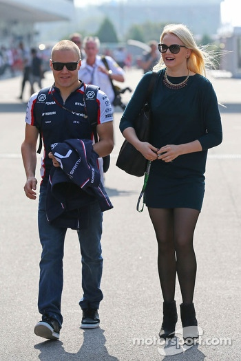 Valtteri Bottas, Williams with girlfriend Emilia Pikkarainen, Swimmer