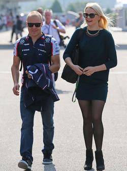 Valtteri Bottas, Williams with girlfriend Emilia Pikkarainen, Swimmer