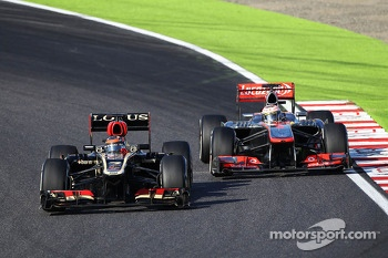 Kimi Raikkonen, Lotus F1 E21 and Jenson Button, McLaren MP4-28
