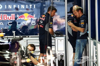 Sebastian Vettel, Red Bull Racing with mechanics