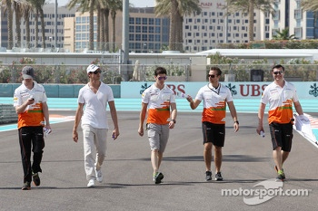 Adrian Sutil, Sahara Force India F1 and James Calado, Sahara Force India Third Driver walk the circuit. with the team