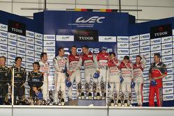 Podium: race winners Andre Lotterer, Benoit Tréluyer, Marcel Fässler, second place Nicolas Lapierre and Alexander Wurz, third place Loic Duval, Tom Kristensen, Allan McNish