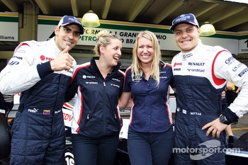 (L to R): Pastor Maldonado, Williams and Valtteri Bottas, Williams in a team photograph