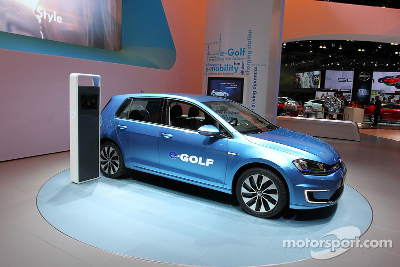volkswagen vw egolf at los angeles auto show. Black Bedroom Furniture Sets. Home Design Ideas