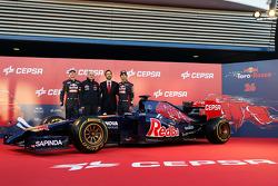 (L to R): Daniil Kvyat, Scuderia Toro Rosso; Franz Tost, Scuderia Toro Rosso Team Principal; and Jean-Eric Vergne, Scuderia Toro Rosso, at the unveiling of the Scuderia Toro Rosso STR9