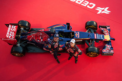 (L to R): Jean-Eric Vergne, Scuderia Toro Rosso and team mate Daniil Kvyat, Scuderia Toro Rosso at the unveiling of the Scuderia Toro Rosso STR9