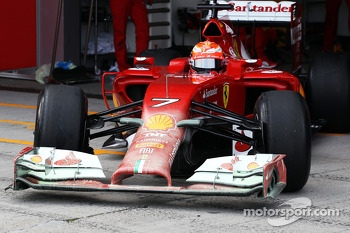 Kimi Raikkonen, Ferrari F14-T leaves the pits with flow-vis paint on the front wing