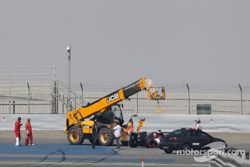 Adrian Sutil, Sauber C33 stops at the end of the main straight