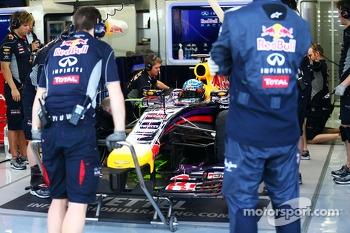 Sebastian Vettel, Red Bull Racing RB10 running flow-vis paint