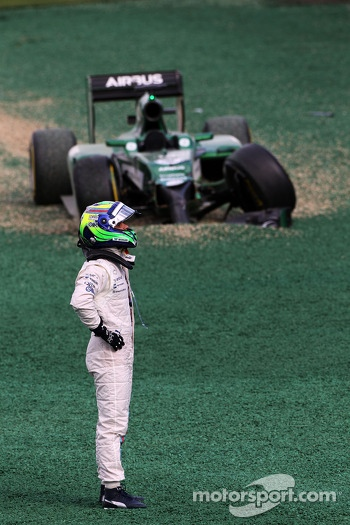 Felipe Massa, Williams crashed out with Kamui Kobayashi, Caterham CT05 at the start of the race