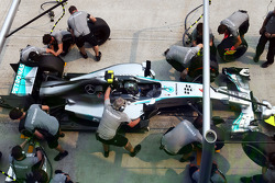 Nico Rosberg, Mercedes AMG F1 W05 practices a pit stop
