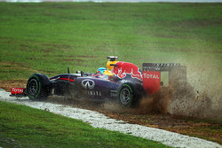 Sebastian Vettel, Red Bull Racing RB10 runs wide