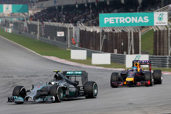 Nico Rosberg (GER), Mercedes AMG F1 Team and Sebastian Vettel (GER), Red Bull Racing  30