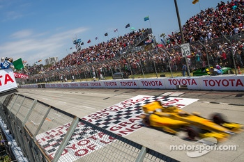 Ryan Hunter-Reay, Andretti Autosport Honda takes at the start