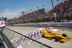 Ryan Hunter-Reay, Andretti Autosport Honda takes at the start