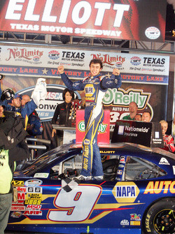 Chase Elliott celebrates in victory lane