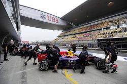 Daniel Ricciardo, Red Bull Racing RB10 and Sebastian Vettel, Red Bull Racing RB10 in the pits