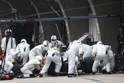 Felipe Massa, Williams FW36 makes a pit stop