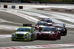 Hugo Valente, Chevrolet RML Cruze TC1, Campos Racing and Robert Huff, LADA Granta 1.6T, LADA Sport Lukoil