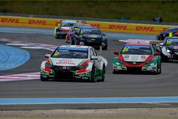 Gabriele Tarquini, Honda Civic WTCC, Castrol Honda WTCC Team and Mehdi Bennani, Honda Civic WTCC, Proteam Racing