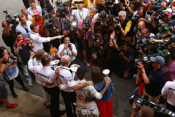 Race winner Lewis Hamilton, Mercedes AMG F1 and second placed Nico Rosberg, Mercedes AMG F1 celebrate with Dr. Dieter Zetsche, Daimler AG CEO and the team