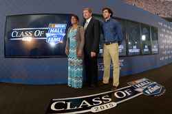 Inductee Bill Elliott with wife Cindy and son Chase Elliott