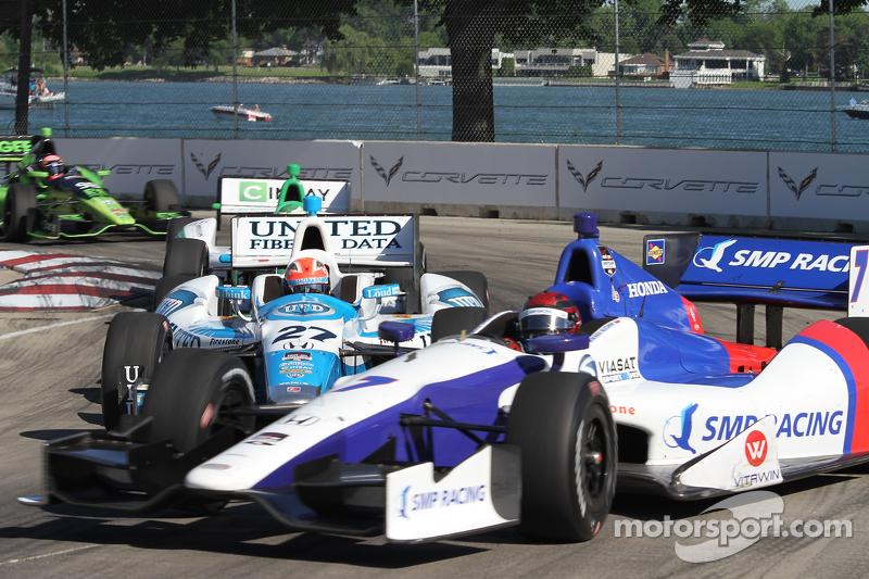 Mikhail Aleshin, Schmidt Peterson Motorsports Honda and James Hinchcliffe, Andretti Autosport Honda touch