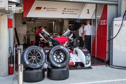 Repairs on the #1 Audi Sport Team Joest Audi R18 E-Tron Quattro