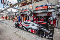 Pit stop for #2 Audi Sport Team Joest Audi R18 E-Tron Quattro: Marcel Fässler, Andre Lotterer, Benoit Tréluyer