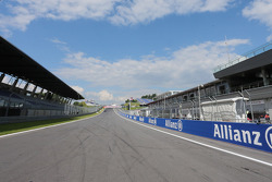The start / finish straight