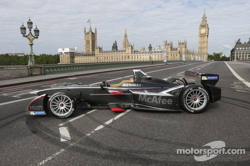 Formula E cars take over downtown London