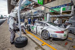Pit stop for #91 Porsche Team Manthey Porsche 911 RSR (991): Patrick Pilet, Jörg Bergmeister, Nick Tandy
