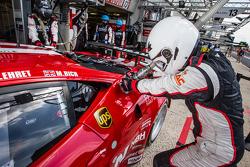 #70 Team Taisan Ferrari 458 Italia refueler