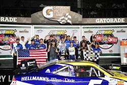 NASCAR-NS: Kasey Kahne celebrates