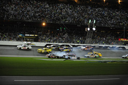 Big crash takes out championship contender Elliott Sadler