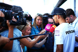 F1: Lewis Hamilton, Mercedes AMG F1 with the media