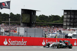 Race winner Nico Rosberg, Mercedes AMG F1 W05 celebrates as he takes the chequered flag at the end of the race